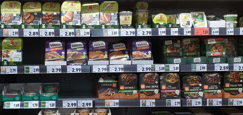 Supermarkt Regal Fleischersatzprodukte für eine Sortimentsanalyse & Preisanalyse