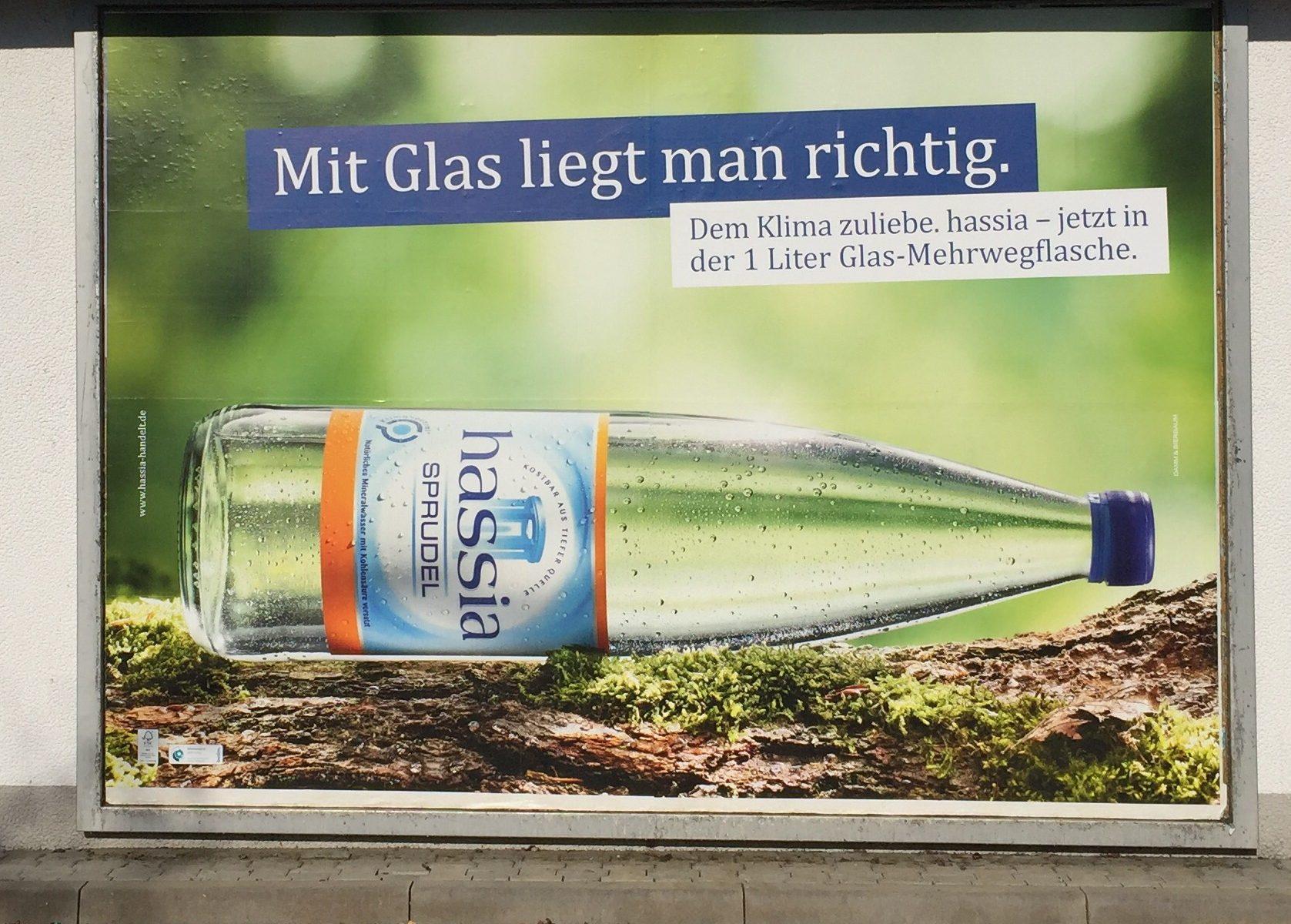 Werbung für Mehrwegflasche aus Glas von Hassia